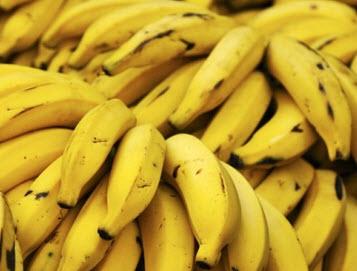 Plus-De Esch leverde gratis 2 bestelbussen vol bananen