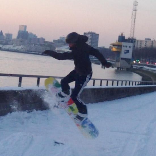 Snowboarden aan de Maas