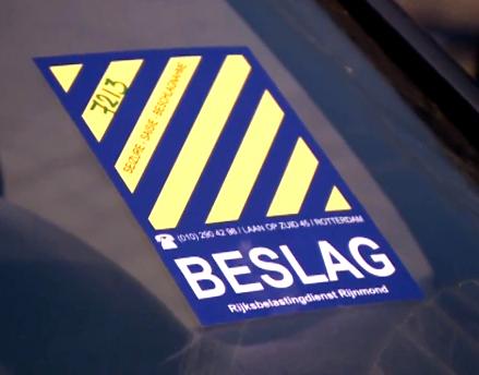 Politie neemt 15 auto's in beslag in Rotterdam-Centrum