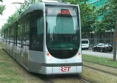 Fietser komt onder tram op de Linker Rottekade