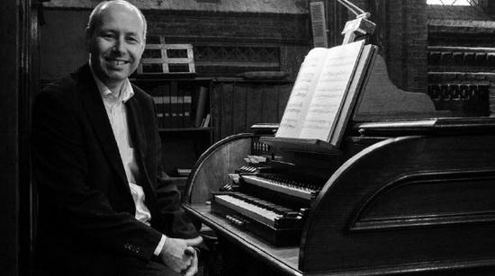 Organist Eric Koevoets