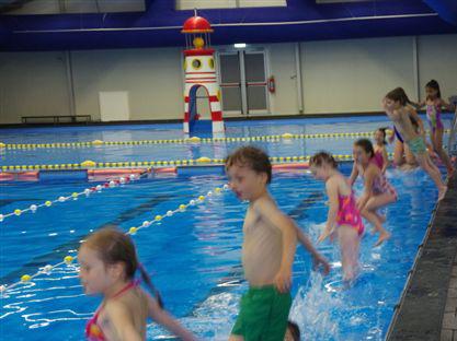 Zwemtent geopend in Rotterdam-Noord