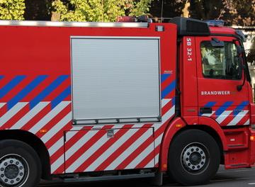Bedrijfspand uitgebrand in Rotterdam Prinsenland