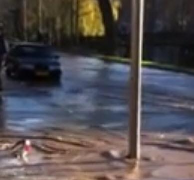Meisje gered uit sinkhole Noordsingel
