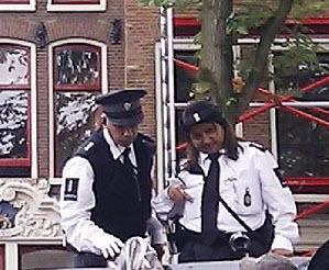 Stadswachten in gezicht geslagen om bekeuring