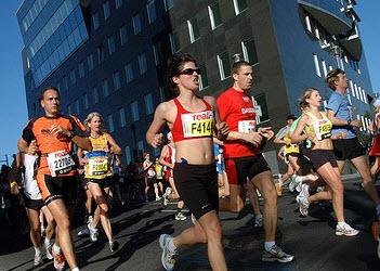 Onoplettende Dennis loopt per ongeluk de marathon