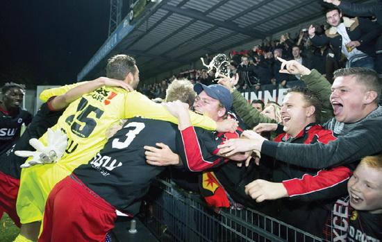 Hopelijk kunnen de spelers en supporters de komende weken opnieuw feestvieren als de Jupiler Play-offs goed verlopen voor Excelsior. Foto: Jan den Breejen
