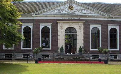 Tweehonderdjarig bestaan van hofje Kuyl's Fundatie