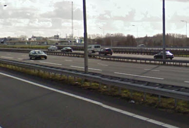 Automobilist botst tegen lantaarnpaal op Kralingseplein
