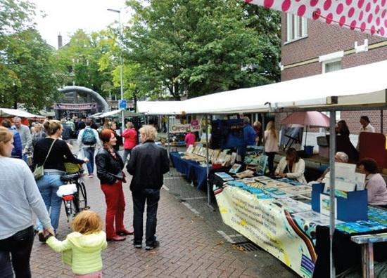 De Kunstroute Kralingen-Crooswijk presenteerde zich reeds tijdens het kunstzinnige en muzikale straatfestival Slag bij Waterloo op 30 augustus jl. in Kralingen.
