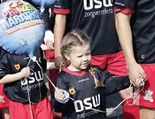 Speciale vrouwentribune tijdens Excelsior – FC Twente