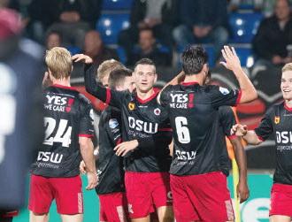 Excelsior tegen PEC Zwolle in vol stadion