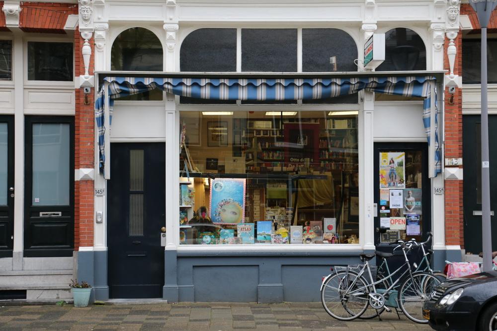 Wilfried de Jong signeert 'Souplesse' bij Boekhandel Amesz