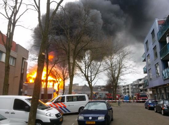 Grote brand in buurtcentrum op Vredenoordplein