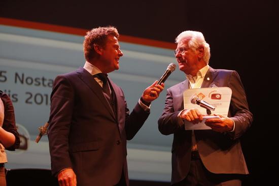 Gerard Cox krijgt NPO Radio 5 Nostalgia Oeuvreprijs uitgereikt