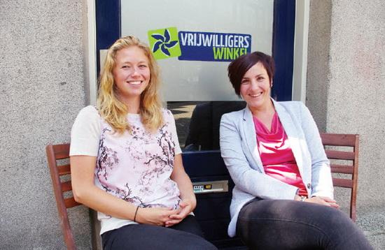 Tessa Koogje en Hanneke Grootenboer van de Vrijwilligerswinkel Kralingen-Crooswijk