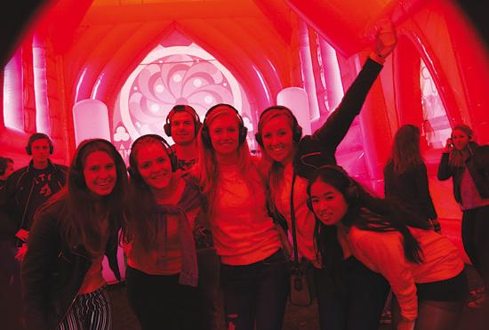 Roze kerk aan de Willem Ruyslaan