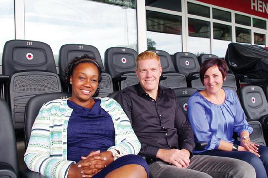 De drie partners 'Op weg naar Succes' in het Excelsior stadion (Woudestein), v.l.n.r. Mia Wilsterman, Niels Redert en Hanneke Grootenboer.