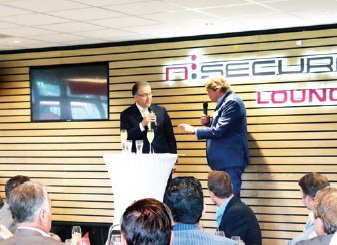 Burgemeester Aboutaleb opent Nsecure Lounge in Stadion Woudestein