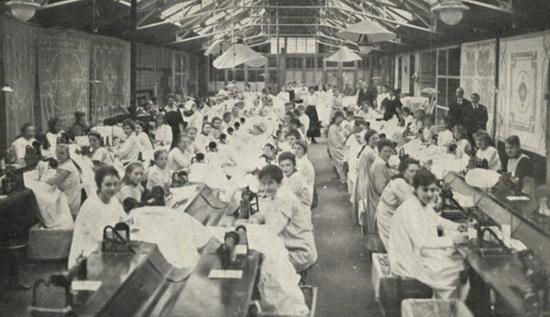 Fleurs Depot in voormalig pand der Nederlandsche Borduurfabriek