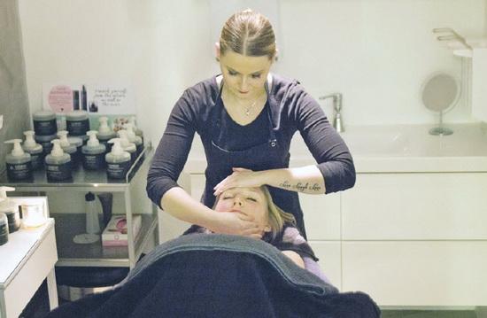 Oolaboo gezichtsbehandeling met 25% korting bij Flavour Visagie Beautylounge!