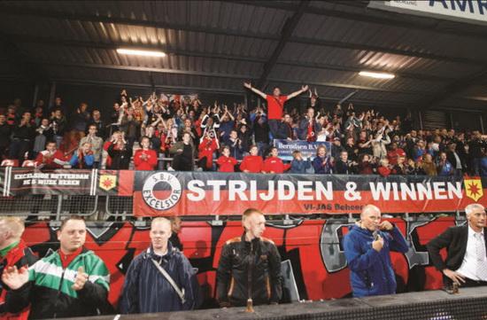 De laatste (thuis)wedstrijd van 2015 tegen SC Cambuur staat aanstaande zondag in het teken van de Excelsior Familiedag.                Foto: Jan den Breejen