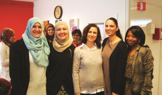 Mevrouw Aboutaleb-Erahoutan temidden van de voorlichters Gezondheid