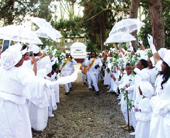 Surinaamse begrafenis geen feest maar wel feestelijk de ster online - Schans handig ...