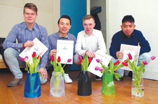 Bloemenbrief met magische vaas