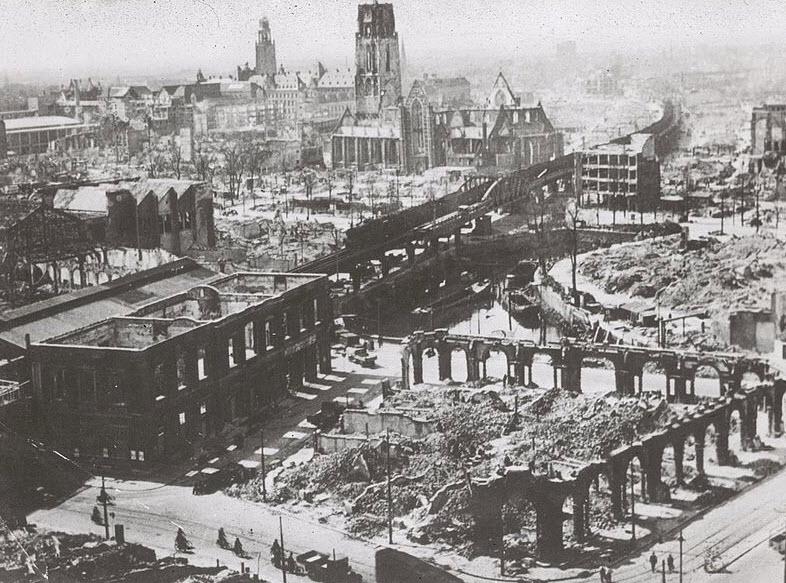 76 Rotterdammers herdenken 76 jaar bombardement