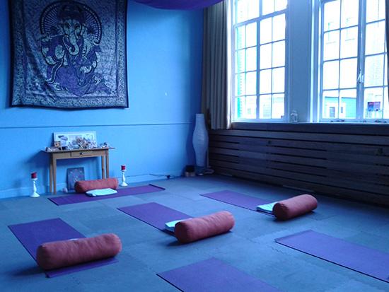 yoga-met-lef-02