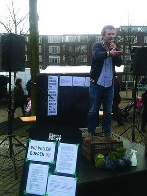Libertariër die staat te preken voor de vissen, geplaatst in De Ster van 11 maart 2014.