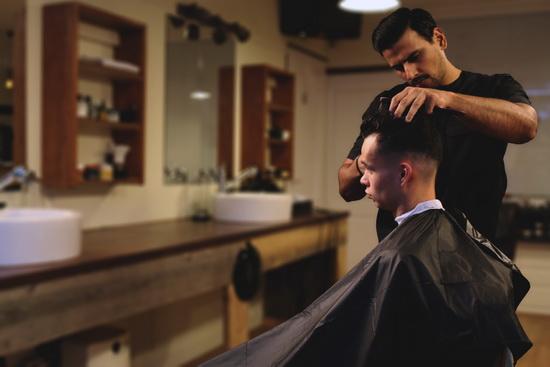 Rotterdamse ''Barbers for Freedom'' knippen en scheren voor een goed doel