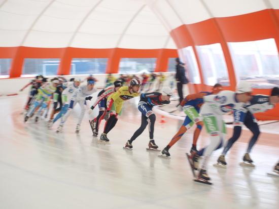 Rotterdams schaatsseizoen geopend: 'Een topijsvloertje dit!'