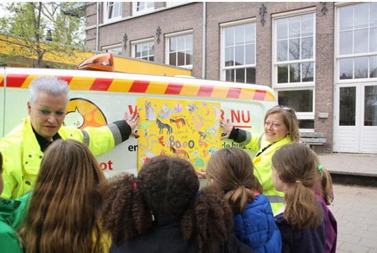 Kinderen vrijeschool Vredehof schenken aan DAR