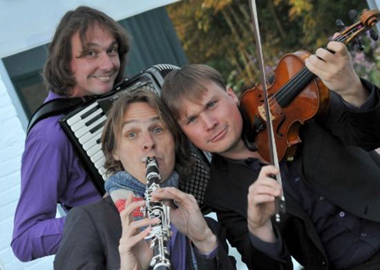 Trio C tot de Derde speelt Klezmer muziek bij Pro Rege