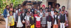 Kinderkoor uit Oeganda geeft concert in de Ichthuskerk in Rotterdam-Oost