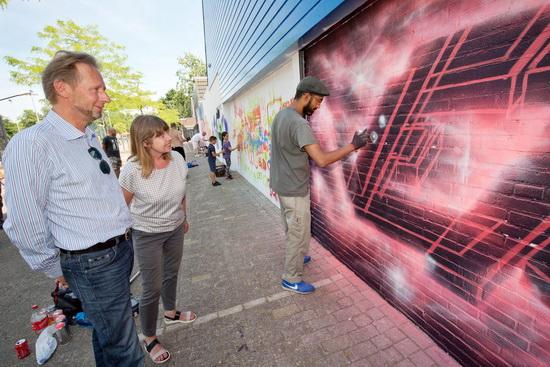 Eerste legale graffiti muur aan Schuttersveld in Crooswijk