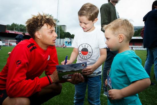 Veel belangstelling voor eerste training van Excelsior Rotterdam