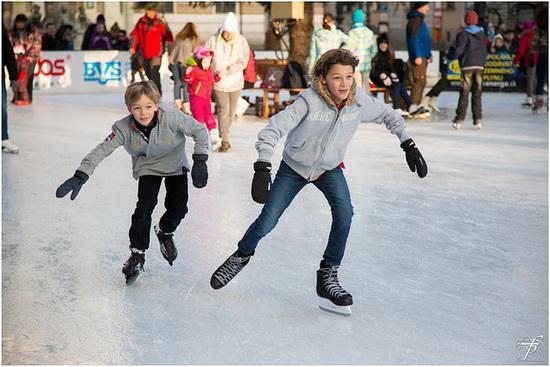 Kerstmarkt en schaatsbaan voor Crooswijk