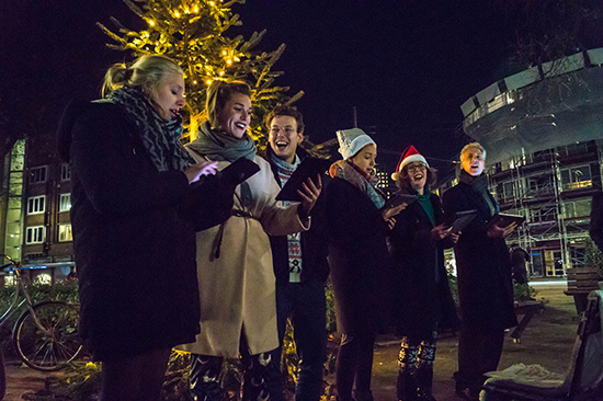 Kerstmarkt bij de kerstboom