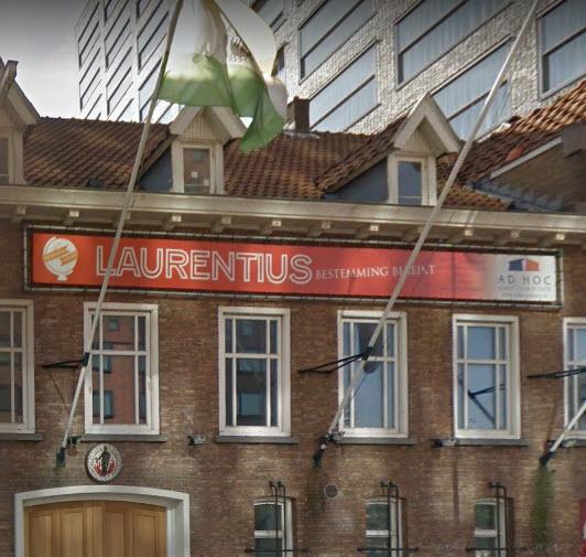 Hijskraan doorboort dak studentenvereniging Laurentius