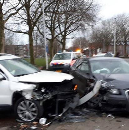 Mannen en auto's total loss bij verkeersruzie in Crooswijk