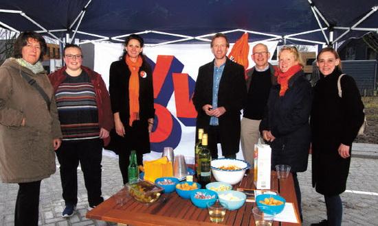 VVD-ers op bezoek bij nieuwe Kralingers van Leonidas locatie