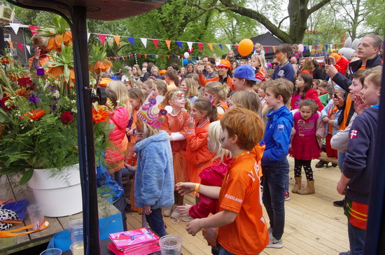 'Oranjeplein' in Kralingen op Koningsdag