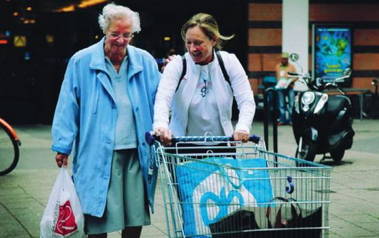 ON THE JOB koppelt zorg-vragende ouderen en werkzoekende vrouwen aan elkaar