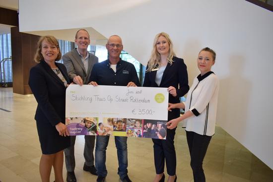 Thuis op Straat Rotterdam ontvangt donatie van Hilton Rotterdam