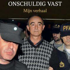"""Julio Poch signeert zijn boek """"Acht jaar onschuldig vast"""""""
