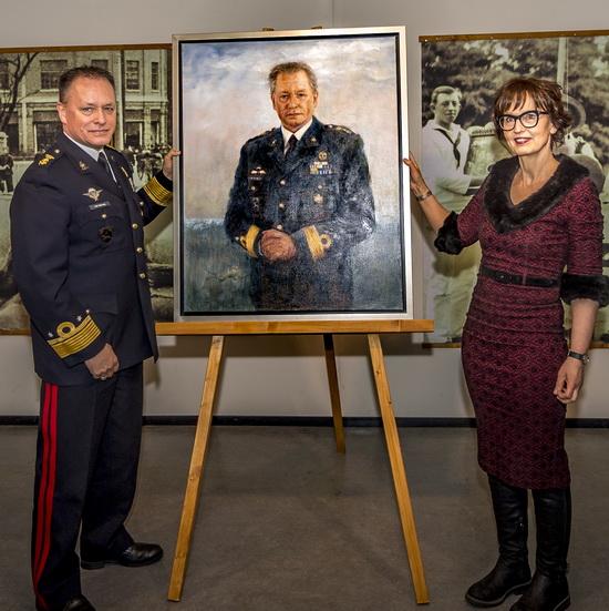 Portret van luitenant-generaal Frank van Sprang onthuld