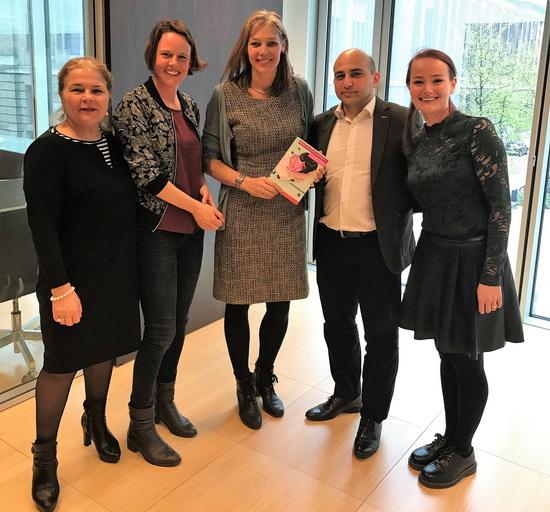 VoorleesExpress Rotterdam overhandigt resultaten effectstudie aan wethouder Bokhove